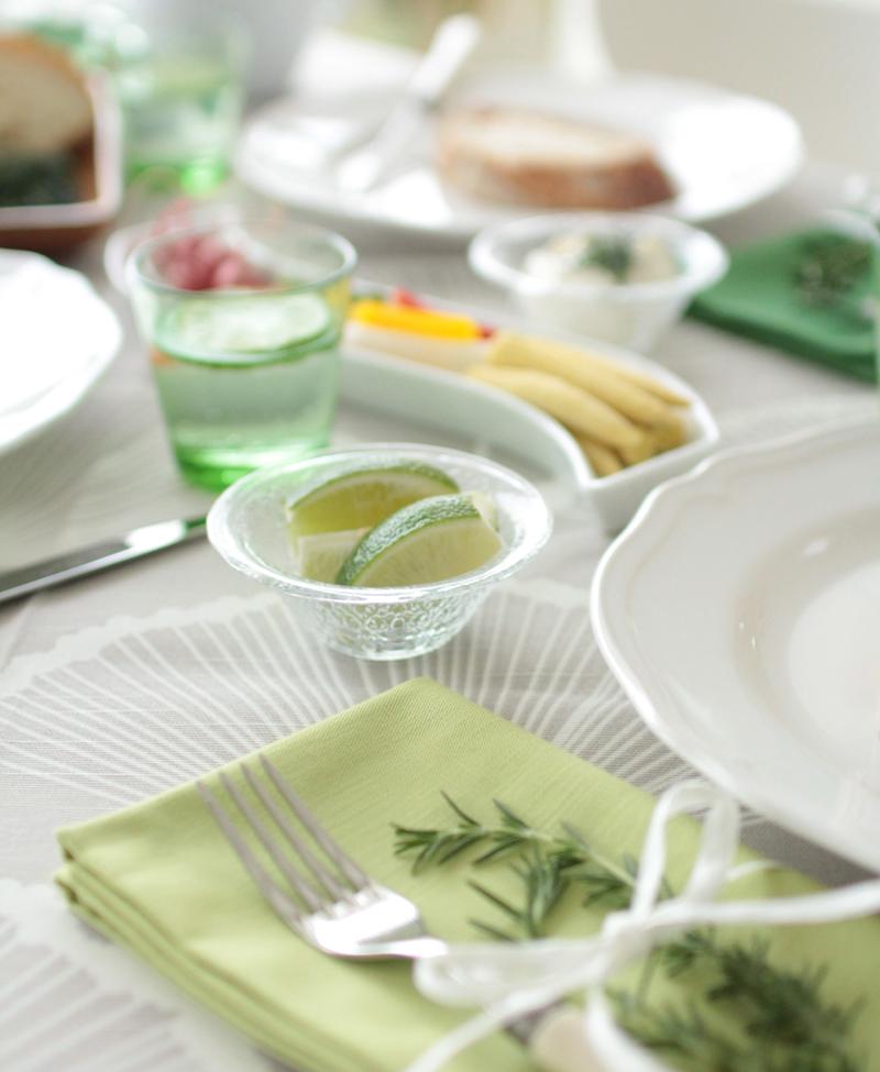 こころ癒されるグリーンが主役のテーブル